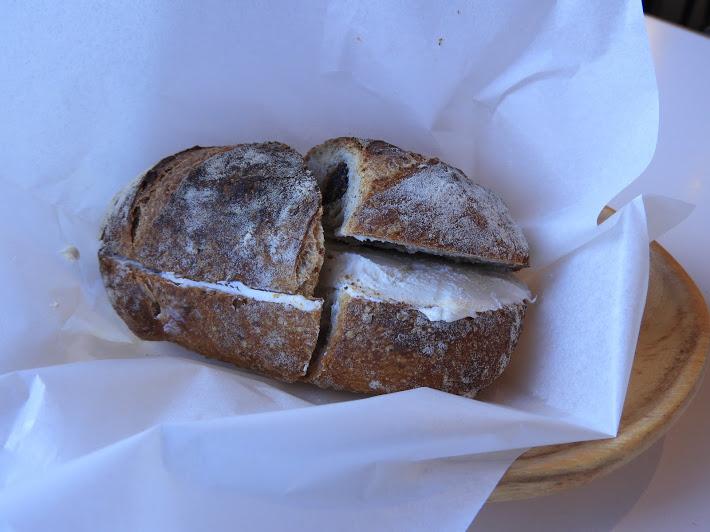 クリームチーズ、イチジクのパン